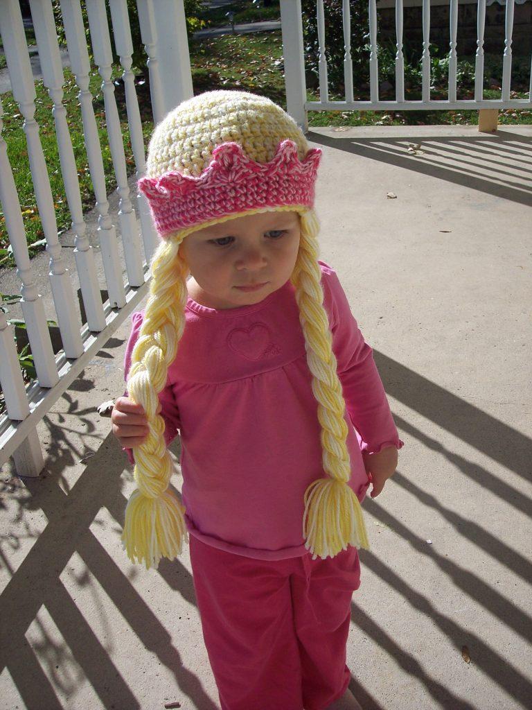 5 Free Royal Crochet Crown Patterns - Stitch11 11d1ba6d65e