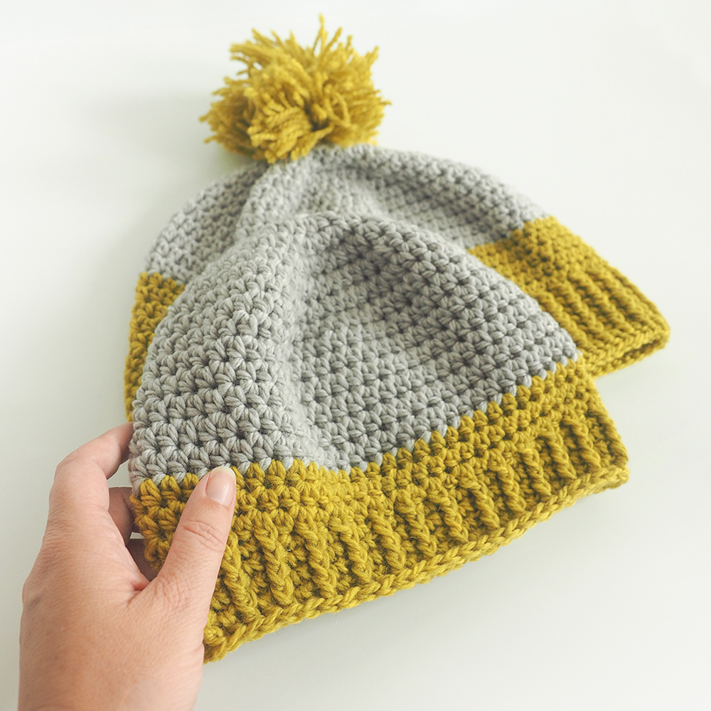 If you're looking for a bright start to those dull winter mornings, the Adult Duo-Tone Beanie is the perfect project for you. #crochetbeanie #crochethat #crochetpattern #crochetlove #crochetaddict