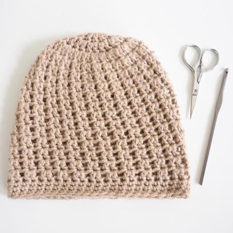 Double V Slouch Beanie - If you're looking for a crochet hat pattern that suits your needs and looks great on everyone, the crochet slouchy hat is perfect for you. #crochethatpattern #crochetslouchyhat #crochetpattern #crochetslouchbeanie