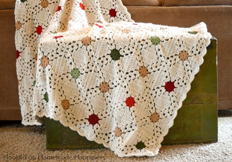 Country Christmas Afghan - This list has the best crochet afghan patterns out there. From chunky, thick fabrics, to delicate details, you can find whatever you're looking for. #CrochetAfghanPatterns #CrochetPatterns #AfghanPatterns #FreeCrochetPatterns