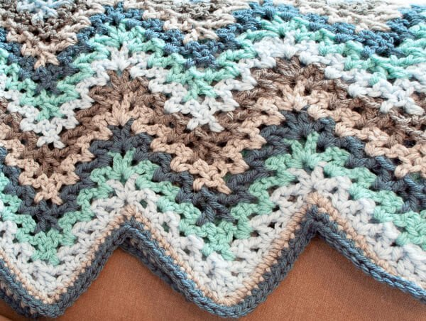 Crochet Ripple Afghan - This list has the best crochet afghan patterns out there. From chunky, thick fabrics, to delicate details, you can find whatever you're looking for. #CrochetAfghanPatterns #CrochetPatterns #AfghanPatterns #FreeCrochetPatterns