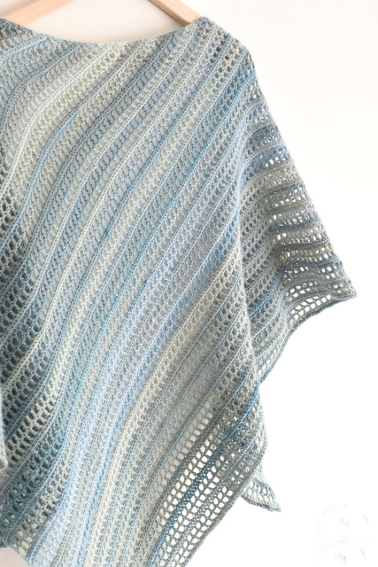 Aprilis Shawl - These free crochet shawl patterns are easy to make and really fun. Shawls and wraps can be worn in any season and make fabulous gifts. #CrochetShawl  #CrochetShawlPatterns #FreeCrochetPatterns