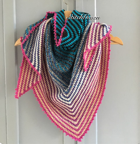 Cakes Two to Tango - These free crochet shawl patterns are easy to make and really fun. Shawls and wraps can be worn in any season and make fabulous gifts. #CrochetShawl  #CrochetShawlPatterns #FreeCrochetPatterns