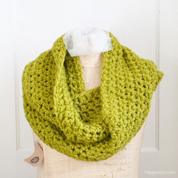 Cozy Infinity Scarf - If you're just learning how to crochet, a crochet infinity scarf will be your best friend. Take advantage of this and make one for the people you love. #CrochetInfinityScarf #ScarfCrochetPatterns #CrochetPatterns
