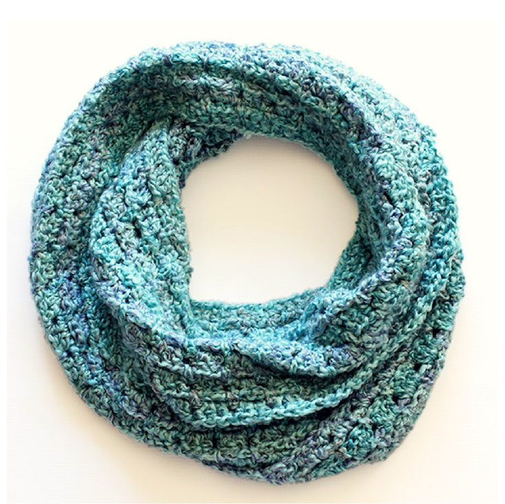 Beginner Infinity Scarf - If you're just learning how to crochet, a crochet infinity scarf will be your best friend. Take advantage of this and make one for the people you love. #CrochetInfinityScarf #ScarfCrochetPatterns #CrochetPatterns