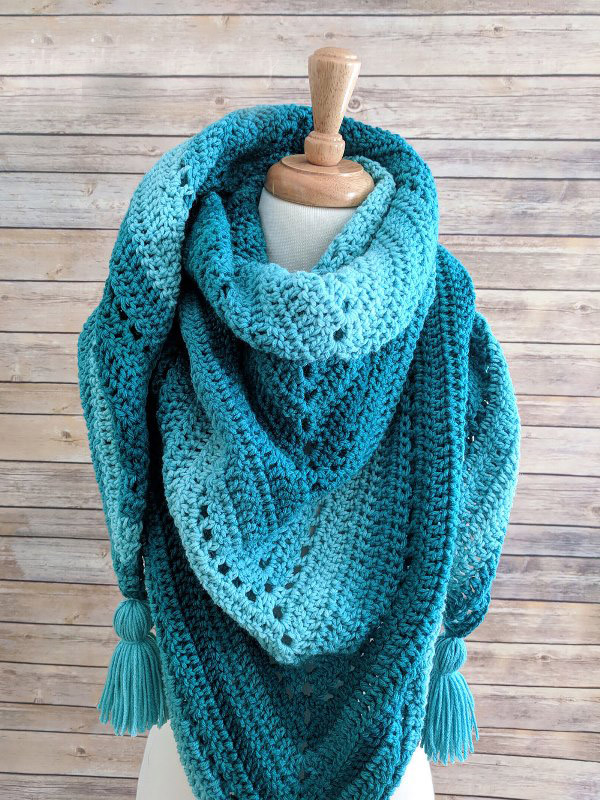 Crochet Triangle Shawl - These free crochet shawl patterns are easy to make and really fun. Shawls and wraps can be worn in any season and make fabulous gifts. #CrochetShawl  #CrochetShawlPatterns #FreeCrochetPatterns