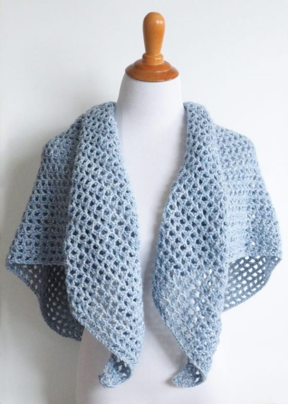 Wine Country Triangle Shawl - These free crochet shawl patterns are easy to make and really fun. Shawls and wraps can be worn in any season and make fabulous gifts. #CrochetShawl  #CrochetShawlPatterns #FreeCrochetPatterns