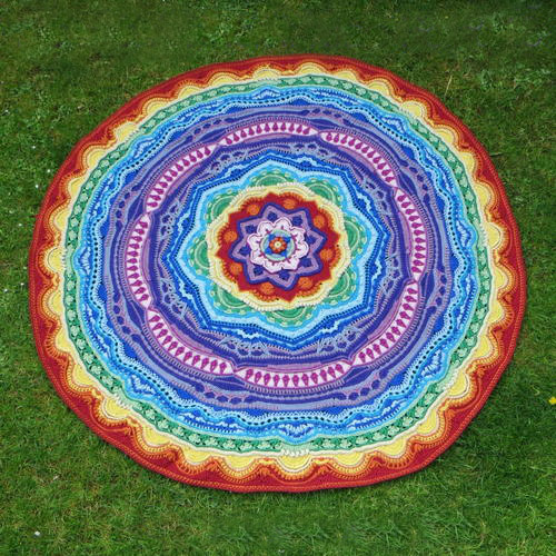 Crochet Mandala Madness - There's nothing quite like a crochet mandala. These all free crochet patterns are fun and useful for many different purposes. #CrochetMandala #FreeCrochetPattern #CrochetMandalaPattern