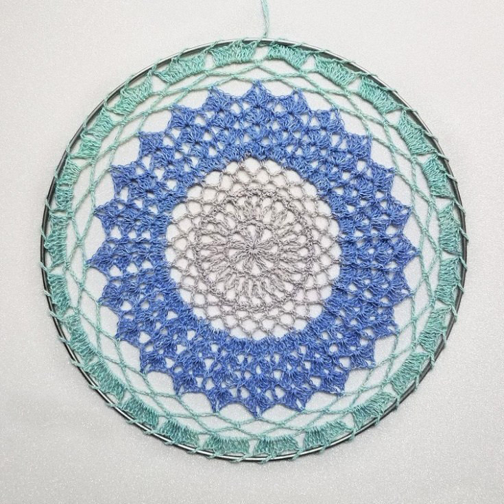 Follow Your Dreams Dream Catcher - There's nothing quite like a crochet mandala. These all free crochet patterns are fun and useful for many different purposes. #CrochetMandala #FreeCrochetPattern #CrochetMandalaPattern