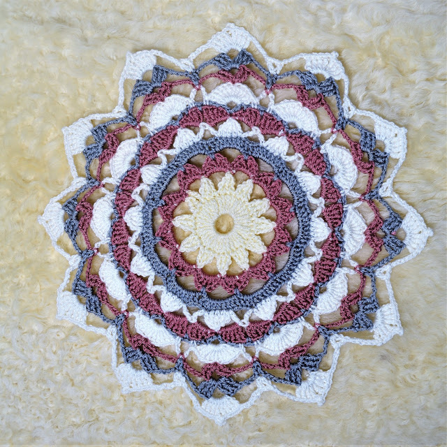 Mandala Rays Coaster - There's nothing quite like a crochet mandala. These all free crochet patterns are fun and useful for many different purposes. #CrochetMandala #FreeCrochetPattern #CrochetMandalaPattern