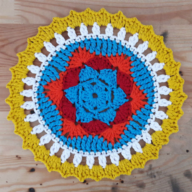 Sunny Crochet Mandala - There's nothing quite like a crochet mandala. These all free crochet patterns are fun and useful for many different purposes. #CrochetMandala #FreeCrochetPattern #CrochetMandalaPattern