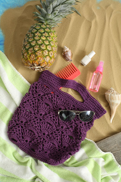 Boardwalk Bag - Are you ready for the best crochet bag patterns out there? This list has 18 fun summer bags and they're all free crochet patterns! #CrochetBagPatterns #EasyBagPatterns #FreeCrochetPatterns