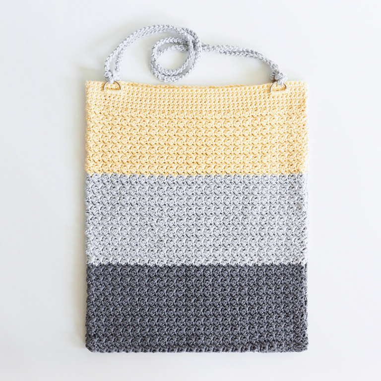 Color Block Bag - Are you ready for the best crochet bag patterns out there? This list has 18 fun summer bags and they're all free crochet patterns! #CrochetBagPatterns #EasyBagPatterns #FreeCrochetPatterns