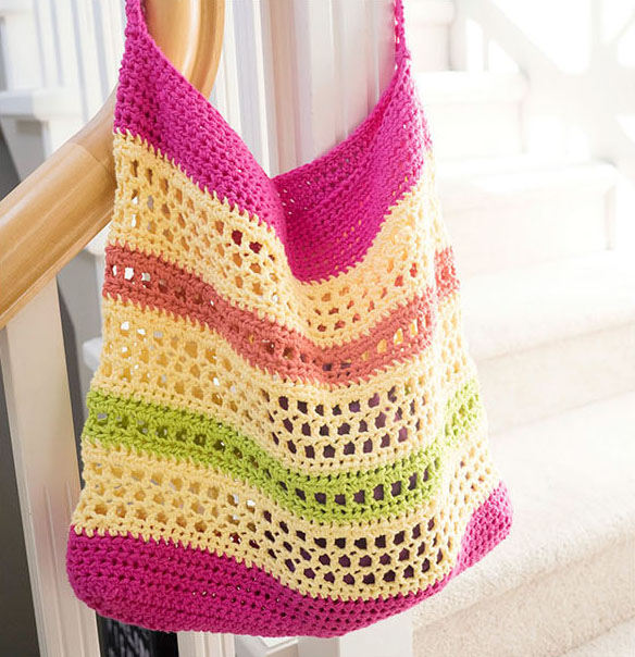 Crochet Beach Tote - Are you ready for the best crochet bag patterns out there? This list has 18 fun summer bags and they're all free crochet patterns! #CrochetBagPatterns #EasyBagPatterns #FreeCrochetPatterns