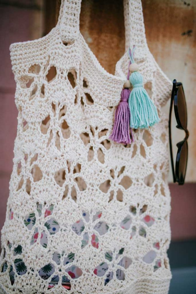 Crochet Shoulder Bag - Are you ready for the best crochet bag patterns out there? This list has 18 fun summer bags and they're all free crochet patterns! #CrochetBagPatterns #EasyBagPatterns #FreeCrochetPatterns