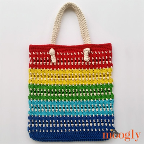 Knotted Rainbow Tote Bag - Are you ready for the best crochet bag patterns out there? This list has 18 fun summer bags and they're all free crochet patterns! #CrochetBagPatterns #EasyBagPatterns #FreeCrochetPatterns
