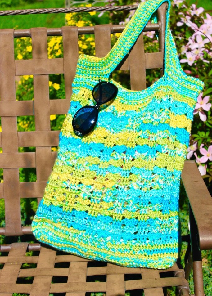 Northwest Beaches Tote Bag - Are you ready for the best crochet bag patterns out there? This list has 18 fun summer bags and they're all free crochet patterns! #CrochetBagPatterns #EasyBagPatterns #FreeCrochetPatterns