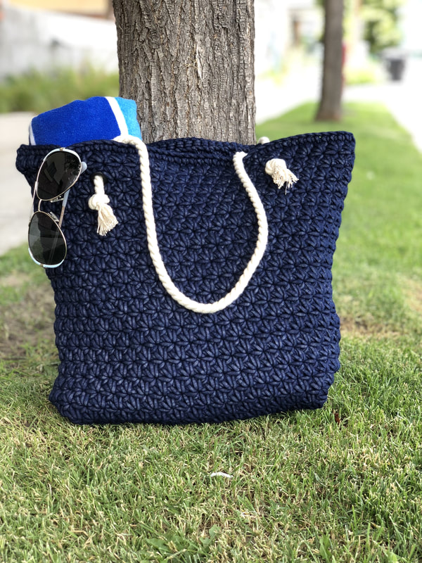 Outdoor Beach Bag - Are you ready for the best crochet bag patterns out there? This list has 18 fun summer bags and they're all free crochet patterns! #CrochetBagPatterns #EasyBagPatterns #FreeCrochetPatterns