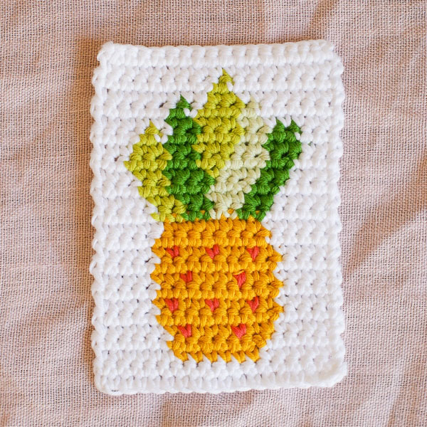 Crochet Pineapple Motif - Tapestry crochet patterns are really unique. Try your hand at making these and see if you don't fall in love with the crochet tapestry. #TapestryCrochetPatterns #CrochetPatterns #FreeCrochetPatterns