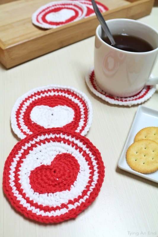 Heart Crochet Coaster - Tapestry crochet patterns are really unique. Try your hand at making these and see if you don't fall in love with the crochet tapestry. #TapestryCrochetPatterns #CrochetPatterns #FreeCrochetPatterns