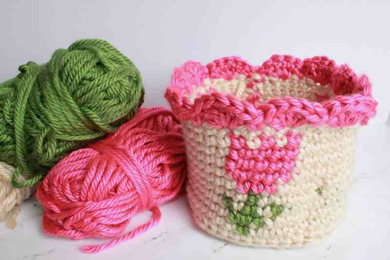 Spring Tulip Basket - Tapestry crochet patterns are really unique. Try your hand at making these and see if you don't fall in love with the crochet tapestry. #TapestryCrochetPatterns #CrochetPatterns #FreeCrochetPatterns