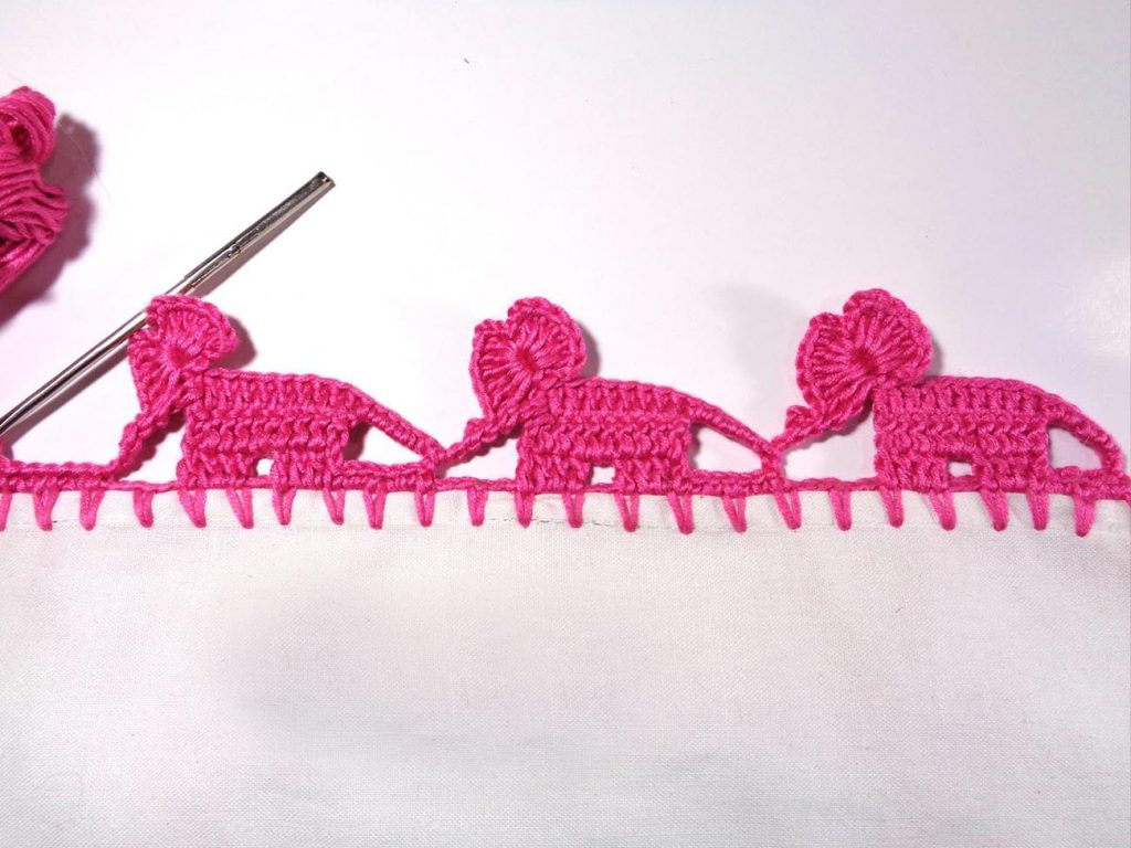 Crochet Elephant Edging - These 10 crochet edging ideas range from pointy, wavy, curvy to bumpy. Give that simple looking item a popping personality! #crochetedging #crochetpatterns #crochetedgingideas