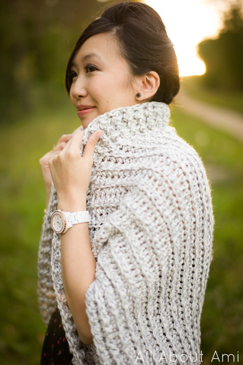 Easy Chunky Crochet Sweater - These 16 super easy crochet sweater patterns are the best we've found. There's a good variety to choose from whether you like them light, cropped or with a classic look. #easycrochetsweaterpatters #easycrochetpatterns #crochetsweaters