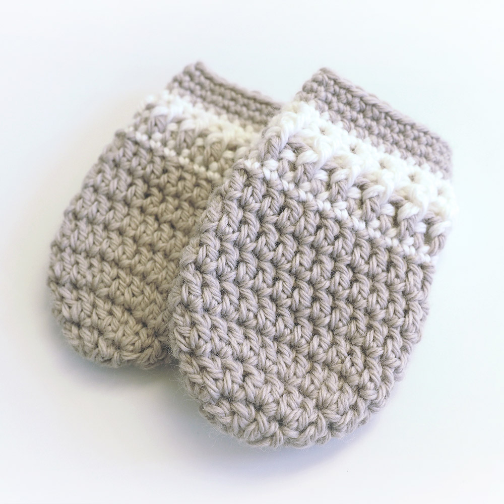 Baby Mittens - These crochet mitten patterns will warm your hands up and keep them ready for use throughout the season. #crochetmittenpatterns #crochetpatterns #freecrochetpatterns