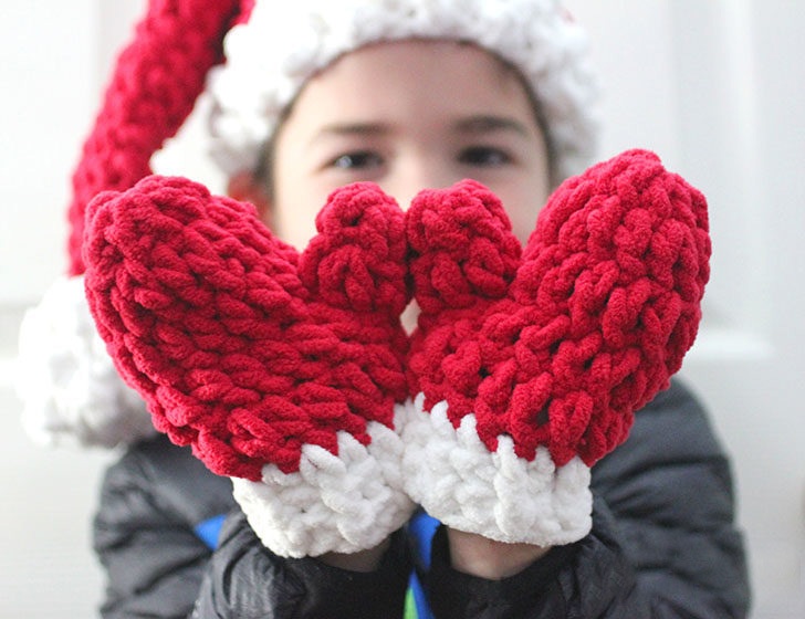 Bernat Blanket Crochet Mittens - These crochet mitten patterns will warm your hands up and keep them ready for use throughout the season. #crochetmittenpatterns #crochetpatterns #freecrochetpatterns