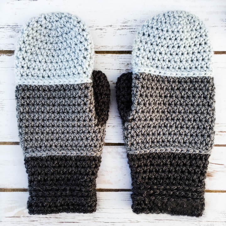 Chunky Crochet Mittens - These crochet mitten patterns will warm your hands up and keep them ready for use throughout the season. #crochetmittenpatterns #crochetpatterns #freecrochetpatterns