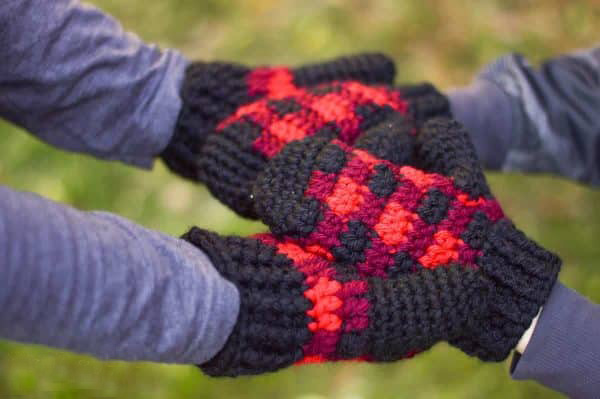 Crochet Plaid Mittens - These crochet mitten patterns will warm your hands up and keep them ready for use throughout the season. #crochetmittenpatterns #crochetpatterns #freecrochetpatterns