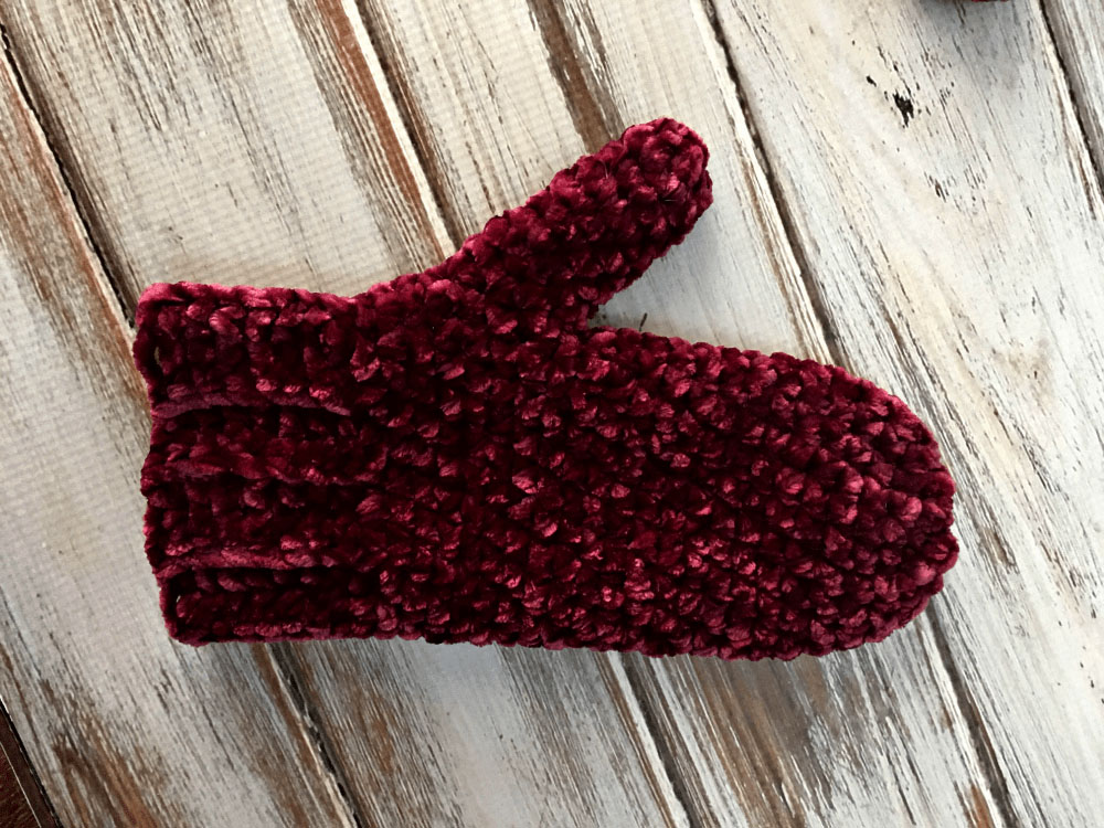 Velvet Mittens - These crochet mitten patterns will warm your hands up and keep them ready for use throughout the season. #crochetmittenpatterns #crochetpatterns #freecrochetpatterns